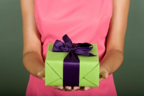 Вам подарок.